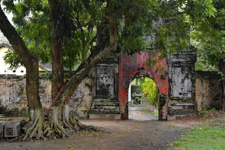 A gate in the Imperial City, Hue, Vietnam 報道画像