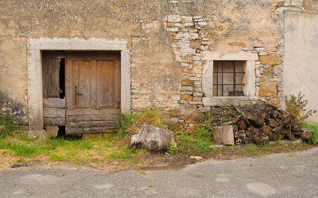 A derelict building in the historic little village of Zrenj near Oprtalj in Istria, Croatia Banco de Imagens