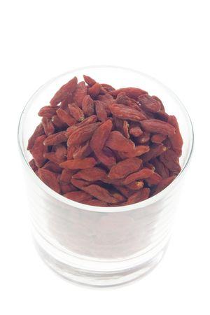 traditional chinese medicine: Ingrediente utilizado en la medicina tradicional china que figura en un moderno vidrio - secas chino Wolfberries