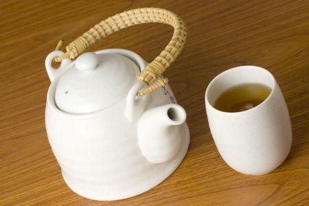 chinese tea pot: Olla de t� chino y taza llena de t� chino  Foto de archivo