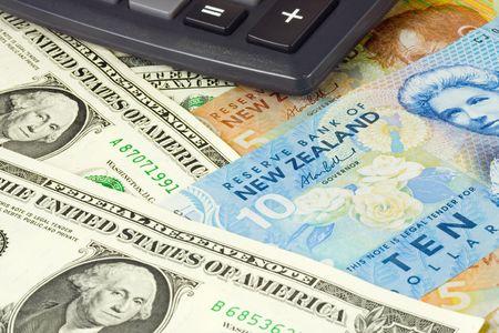 powszechnie: US i nowÄ… parÄ™ waluty Zelandii powszechnie używane w forex handlujÄ…cych z Kalkulatora Zdjęcie Seryjne