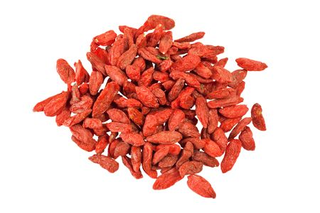 traditional chinese medicine: Ingrediente utilizado en la medicina tradicional china aisladas sobre fondo blanco - bayas de Goji