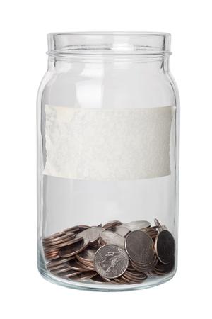 frasco: Algunos d�lares de Estados Unidos cuarto en un frasco con etiqueta aislada sobre fondo blanco
