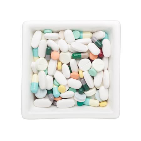 forme et sante: Médecine dans un bol carré isolé sur fond blanc Banque d'images