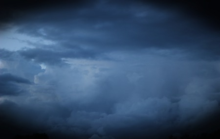malign:   Heavy and dark clouds in the evening with vignetting.