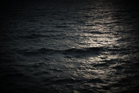 clave sol: Reflejos del sol en el mar. Foto de archivo