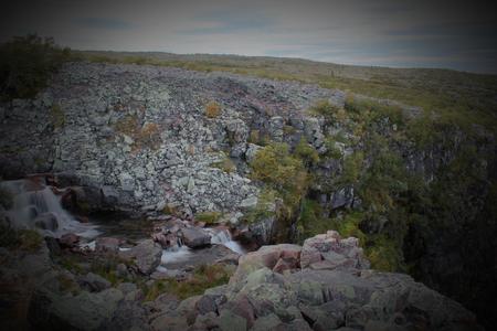 r image: Rapids in cima della cascata Njupeskr nel Parco Nazionale Fulufjllet in Dalarna, Svezia. L'immagine � stata ripresa con conseguente esposizione a lungo in acqua liscia.