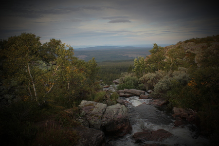 caida libre: Rapids en la parte superior de la cascada Njupeskr en el Parque Nacional Fulufjllet en Dalarna, Suecia.