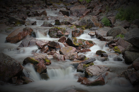 r image: Rapids in fondo della cascata Njupeskr nel Parco Nazionale Fulufjllet in Dalarna, Svezia. L'immagine � stata ripresa con conseguente esposizione a lungo in acqua liscia.