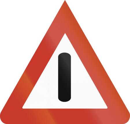 acute angle: Dise�o del Viejo (1937) de una se�al de advertencia alemana para peligros generales (Allgemeine Gefahrstelle). Foto de archivo