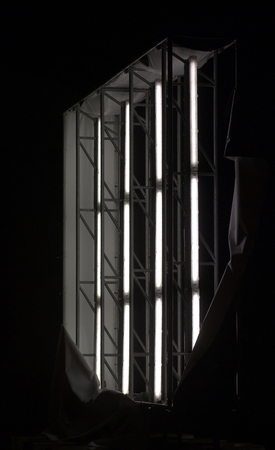tubos fluorescentes: Panel iluminado arranc� mostrando los tubos fluorescentes dentro.