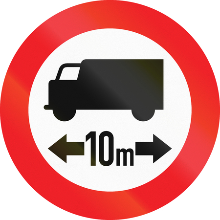 thoroughfare: Austrian traffic sign prohibiting thoroughfare of lorries with a length over 10 meters.