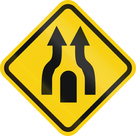 marking up: Colombian road warning sign: Central Reserve With One Way Traffic Ends