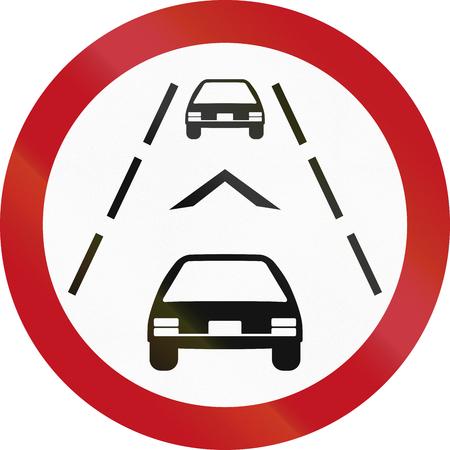 안전상의 이유로 떨어져 적어도 1 갈매기의 거리를 유지하기 위해 드라이버를 필요로 콜롬비아에서 규정하는 도로 표지판. 스톡 콘텐츠