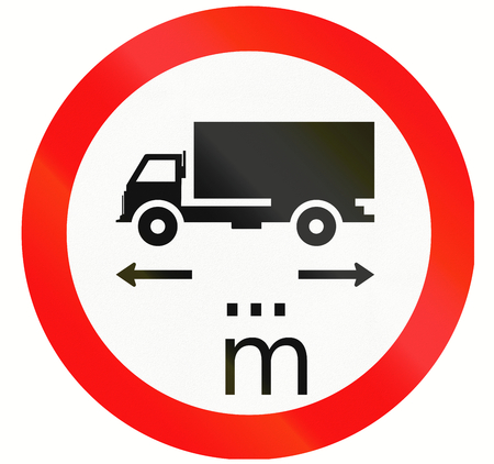 thoroughfare: Indonesian traffic sign prohibiting thoroughfare of lorries with a length of... meters.
