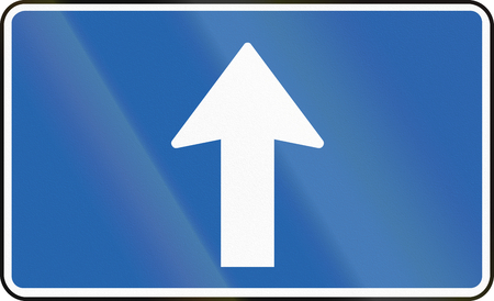 supplementary: Icelandic supplementary road sign - Direction Straight Ahead