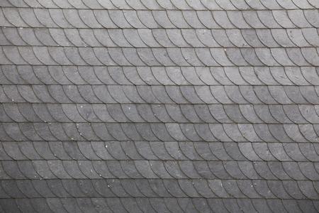 수평 배열로 슬레이트 지붕 타일. 스톡 콘텐츠
