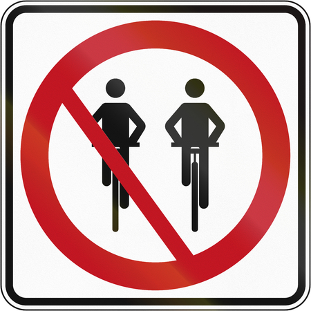 overtaking: Canadian traffic sign - No overtaking for cyclists. This sign is used in Quebec.