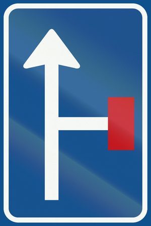culdesac: Netherlands road sign L9 - No through road for vehicles on the right.