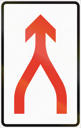 road ahead: Norwegian lane information road sign - Merge ahead.