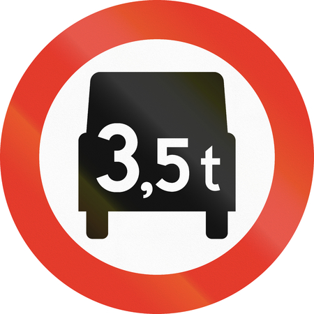 tons: Norwegian regulatory road sign - No vehicles over 3.5 tons. Stock Photo