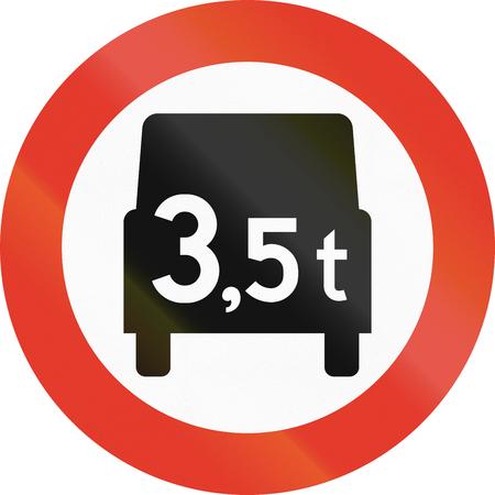 tons: Norwegian regulatory road sign - No vehicles over 3.5 tons. Stock Photo