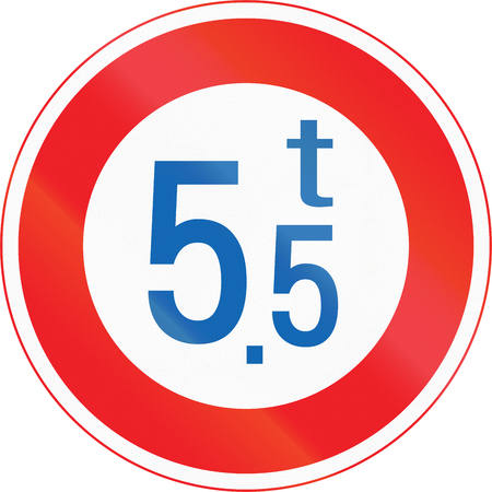 tons: Japanese road sign - Maximum Weight Limit. Stock Photo