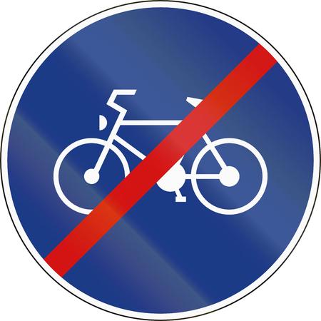 ciclos: Eslovenia señal de tráfico - Fin de la ruta sólo para ciclos de pedal. Foto de archivo