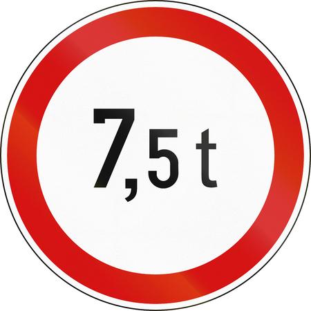 tons: Slovenian regulatory road sign - No vehicles over 7.5 tons.