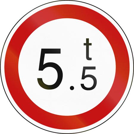 tons: South Korean regulatory road sign - No vehicles over 5.5 tons. Stock Photo