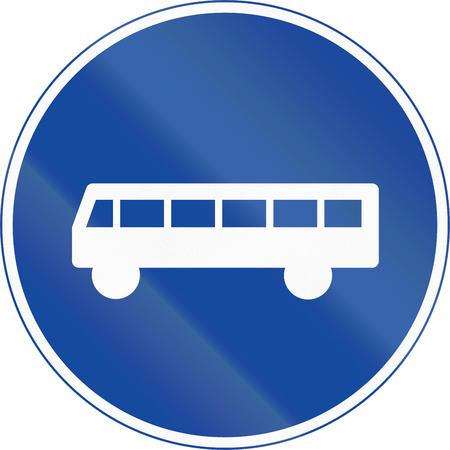 ciclos: La señal de tráfico utilizado en Suecia - Comienzo del carril reservado para el transporte público (y los ciclos y ciclomotores de Clase II). Foto de archivo