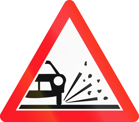 chippings: Warning sign used in Switzerland - loose chippings.