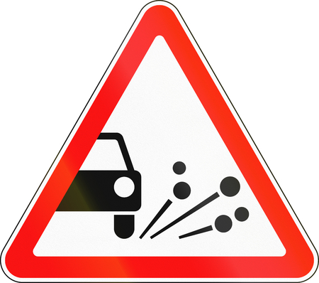 chippings: Road sign used in Russia - Loose chippings.