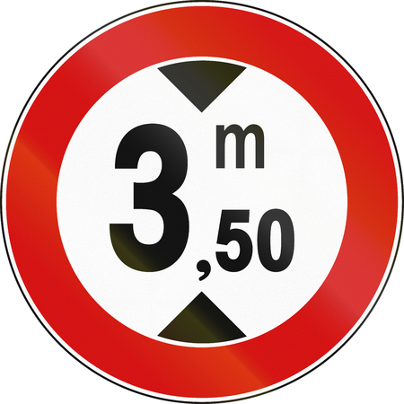 height: Road sign used in Italy - maximum height allowed.