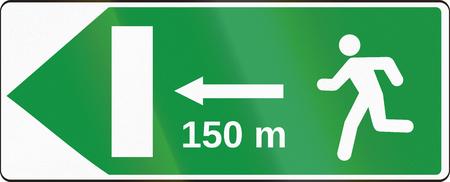 salida de emergencia: La se�al de tr�fico utilizado en Eslovaquia - Salida de emergencia. Foto de archivo