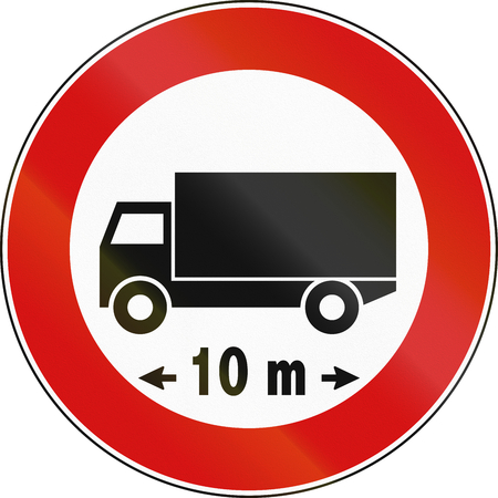 lenght: Road sign used in Italy - maximum allowed vehicle length.