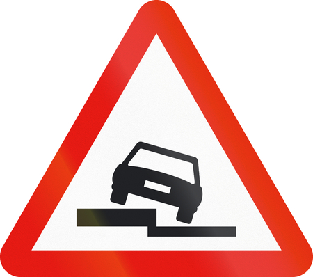 tilting: Road sign used in Spain - Uneven road.