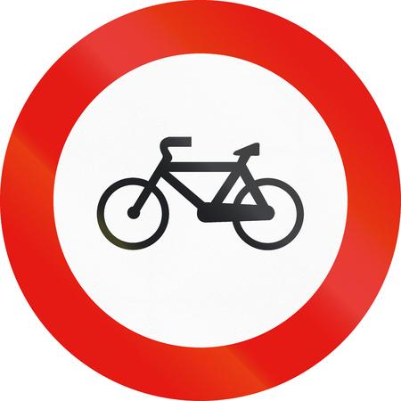 ciclos: La señal de tráfico utilizado en España - entrada a los ciclos Prohibida. Foto de archivo