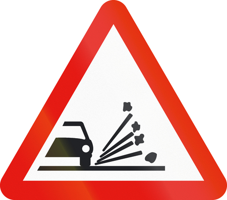 chippings: Road sign used in Spain - Loose chippings.