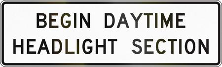 empezar: Estados Unidos carretera MUTCD signo - Comienza la secci�n de los faros durante el d�a.