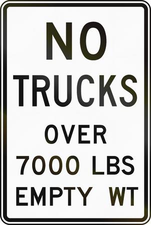 lbs: United States MUTCD regulatory road sign - No trucks over 7000 lbs. Stock Photo