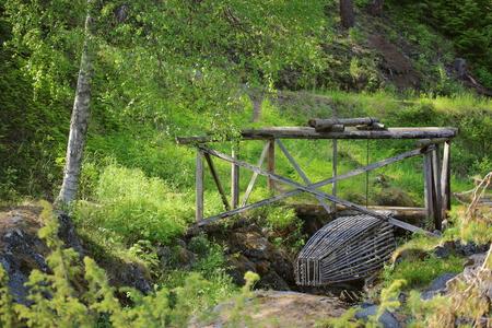 edad de piedra: trampa hist�rica peces en Naesaaker en Suecia, ya que fue utilizado en la Edad de Piedra.