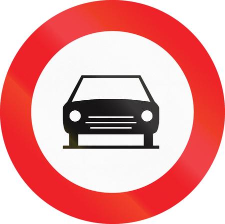 solo: Belgian regulatory road sign - No motor vehicles except solo motorcycles.