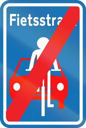 boulevard: Belgian regulatory road sign - End of Fietsstraat (bicycle boulevard).