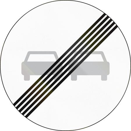 no pass: La señal de tráfico utilizado en Dinamarca - Fin de adelantamientos restricción. Foto de archivo