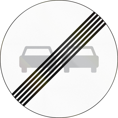overtaking: Road sign used in Denmark - End of overtaking restriction.
