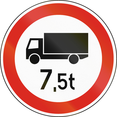 tons: Road sign used in Hungary - No lorries weighing more than 7,5 tons. Stock Photo