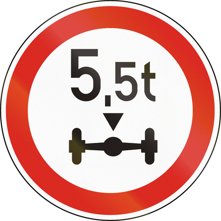 axle: Road sign used in Hungary - No vehicles having a weight exceeding 5,5 tonnes on one axle.