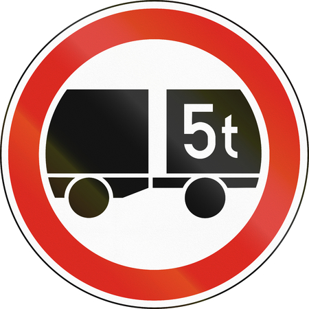tons: Road sign used in Sweden - No trailers weighing more than 5 tons.