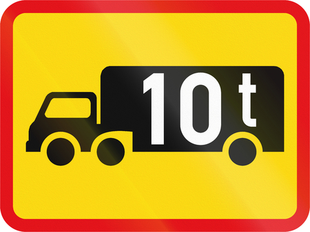tonnes: Temporary road sign used in the African country of Botswana - The primary sign applies to goods vehicles exceeding 10 tonnes GVM. Stock Photo